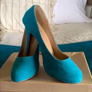 Look alike turquoise Christian Louboutin pumps